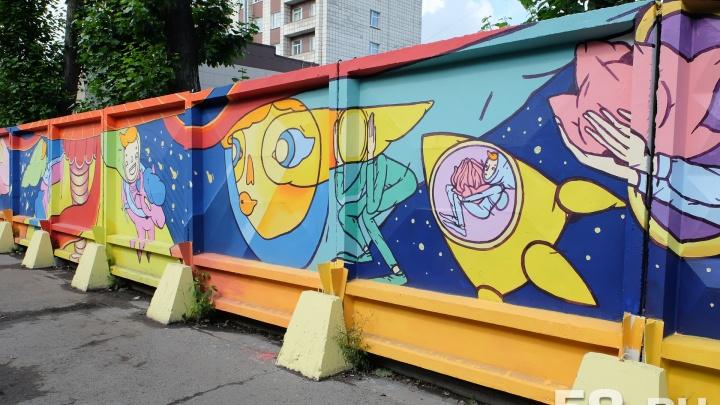 В Перми художники раскрасят 16 заборов. Рассказываем, где появятся новые «Длинные истории»
