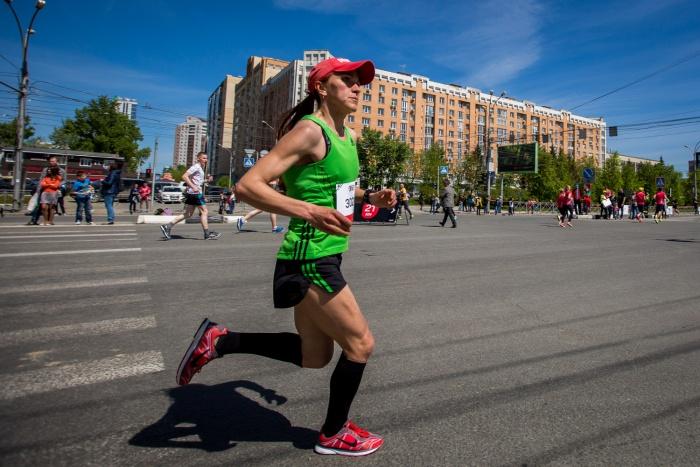 Победительница марафона Елена Рухляда,ее время —1 час 13 минут 18 секунд