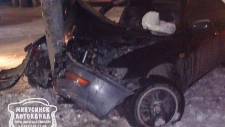 Ехали из гостей: подвыпивший водитель вез домой беременную женщину с тремя детьми и врезался в столб