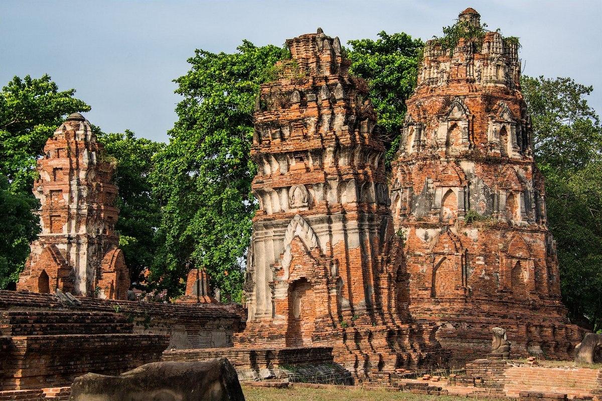 В Таиландеесть места с руинами и развалинами древних городов