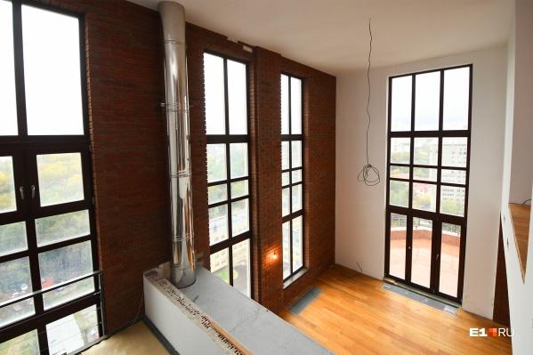 В пентхаусе — огромные панорамные окна