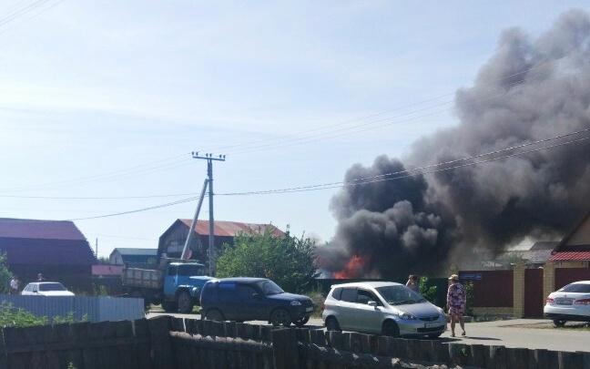 В Зареке сгорел частный гараж вместе с припаркованными в нём «Жигулями»