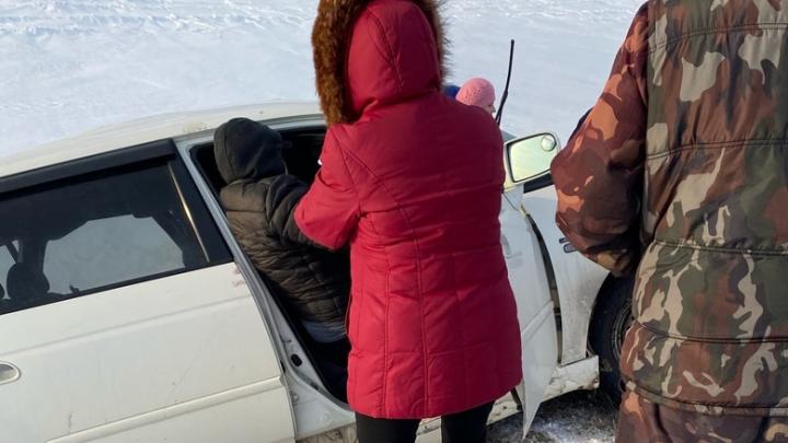 Женщину зажало в микроавтобусе после столкновения на трассе с фурой