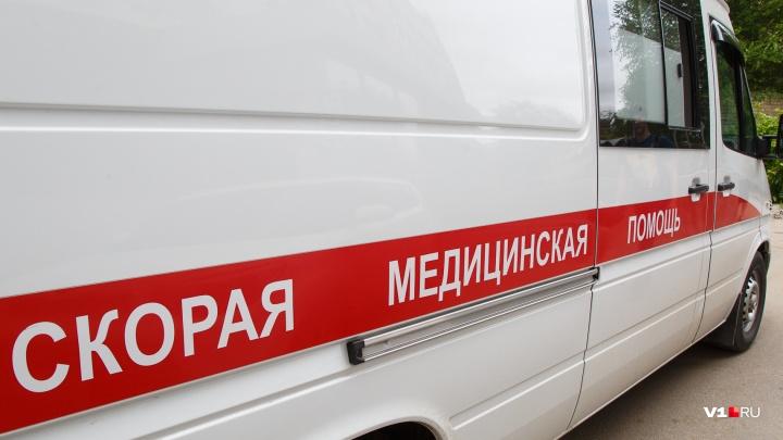 «Из-за этой глупой халатности умер человек»: водители Камышина выселяют с парковки скорую помощь