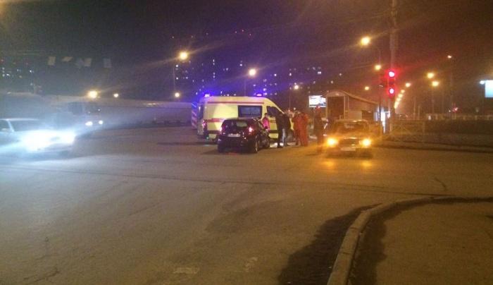 Авария произошла сегодня вечером на перекрестке Писарева и Ипподромской