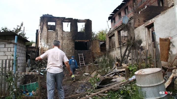 «Нас спас кот»: из-за крупного пожара у Южного моста несколько семей остались без домов