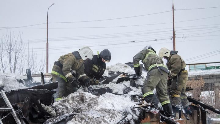 На пожаре в Омске погибли бабушка и её четырёхлетний внук