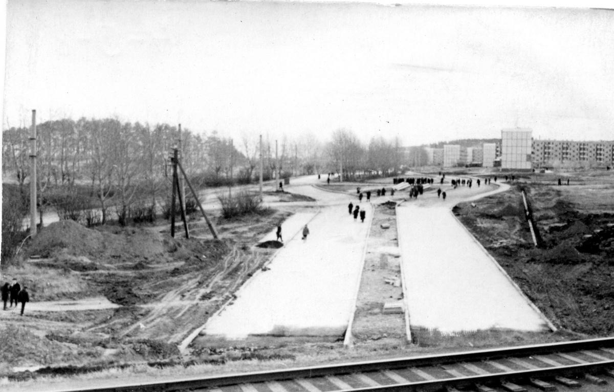 Щербакова у железнодорожных путей