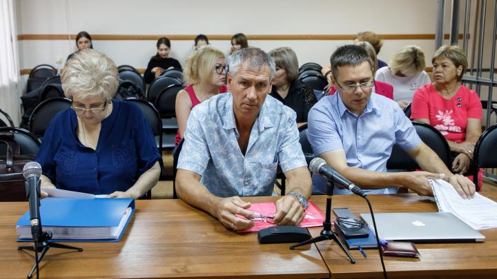«Говорят про Хахалева, в смерти полицейских обвиняют меня»: в Волгограде судят «стрелочника» Жданова