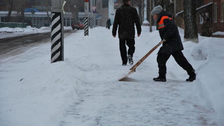 Заборы, ледяная корка и реагенты: о чем горожане спрашивали фирму, убирающую Архангельск от снега?