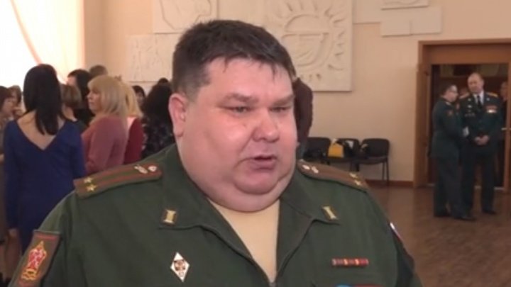 Сам себе выдавал военные билеты: в Дзержинске военкома обвинили в подлоге