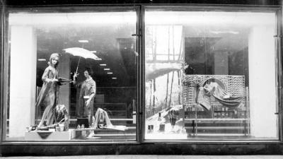 Ковры и элегантные витрины: краевед опубликовал фото о торговле в ЦУМ «Самара» в советские годы