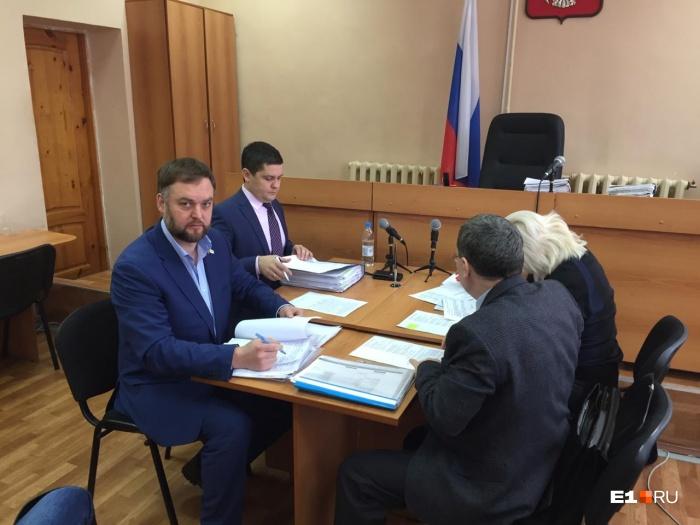 Суд по делу о дележе машин Юлии Прокопьевой проходит в Нижнем Тагиле
