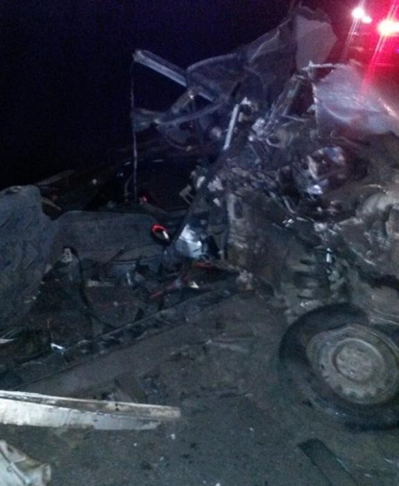 Последствия аварии: от удара легковая машина превратилась в груду металла