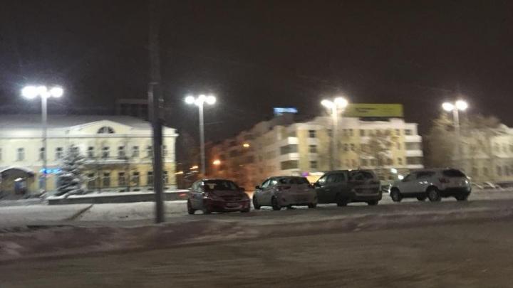 На площади 1905 года снова открыли парковку