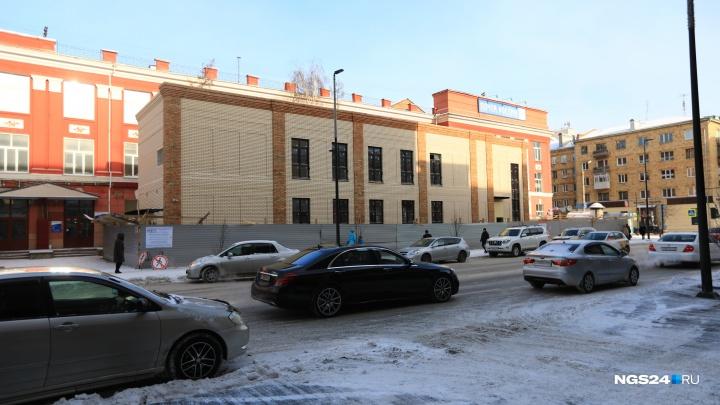 За здание кафе «Кантри» на Мира взялся депутат Госдумы. Собственница считает это пиаром