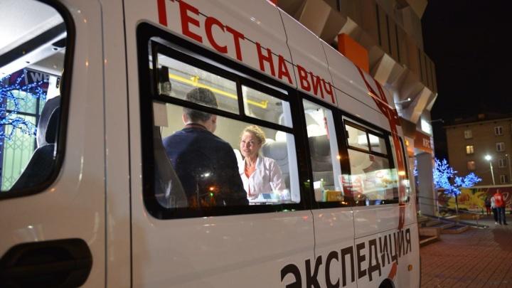 Десятки новосибирцев пришли ночью к Центральному рынку сдать анализ на ВИЧ