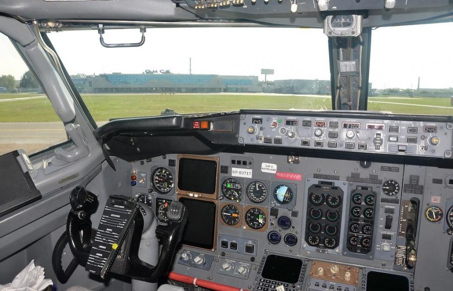 Самолет изАнтальи сомичами задерживают на17 часов