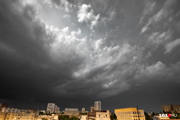 Штормовое предупреждение объявлено до утра 22 сентября