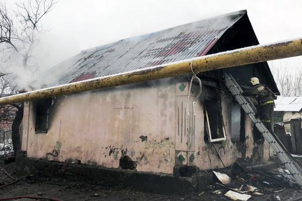 Частный дом загорелся в пять часов утра