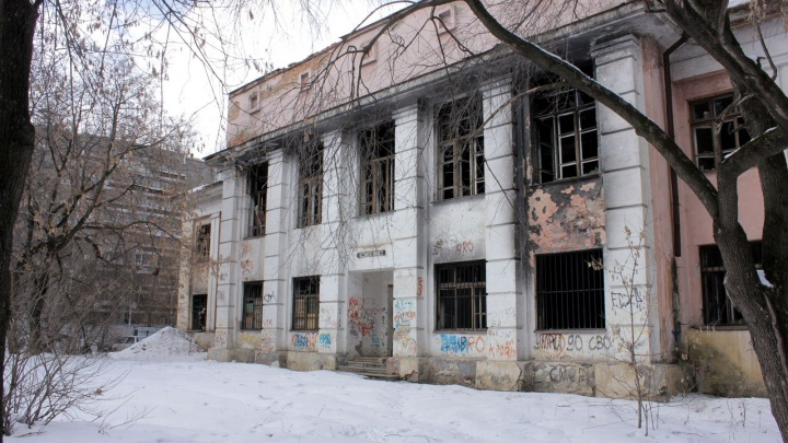 Полиция проверит, законно ли снесли Дом творчества в Пионерском и строят на его месте многоэтажку