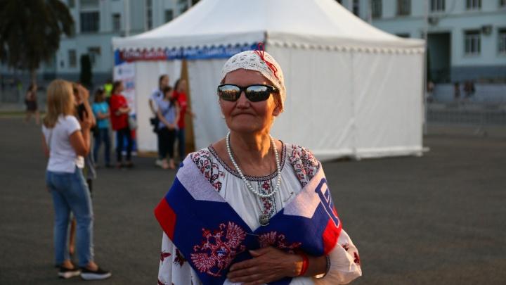 Отмечали День России, завернувшись в флаги: смотрим лучшие фото с праздника в Самаре
