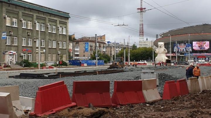 В Перми на улице Крупской укладывают бесшовные трамвайные пути