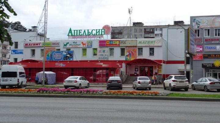 В Перми мужчина ударил отверткой продавщицу ТЦ. Она сделала ему замечание о бутылке на прилавке