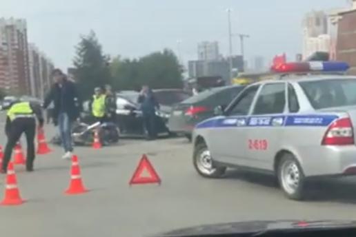 ДТП случилось, когда водитель иномарки пытался выехать с парковки
