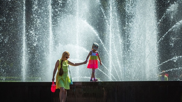 Утренний душ: главному фонтану Челябинска продлили время работы