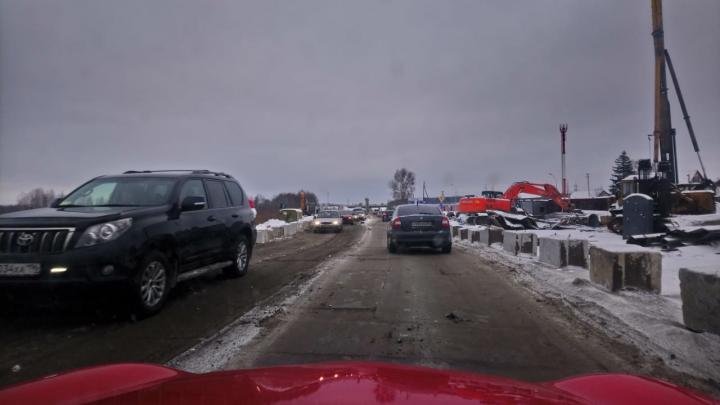 «Крымский мост быстрее делали»: реконструкция выезда в Верхнюю Пышму вновь привела к адским пробкам