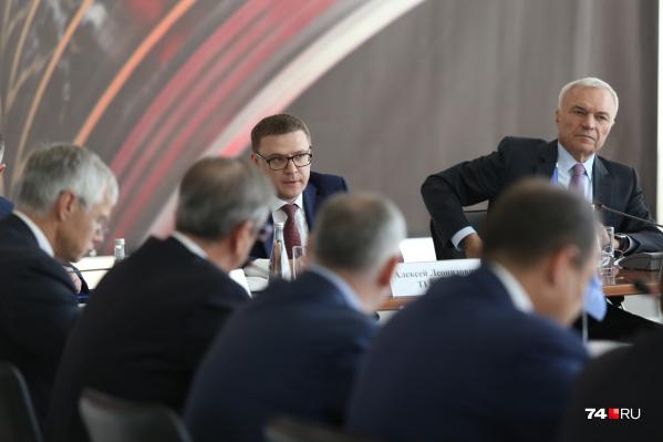 Модератором встречи выступил владелец ММК Виктор Рашников (справа)