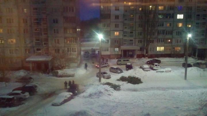Руки были связаны скотчем: около девятиэтажки в Новокуйбышевске нашли тела девочки и мальчика