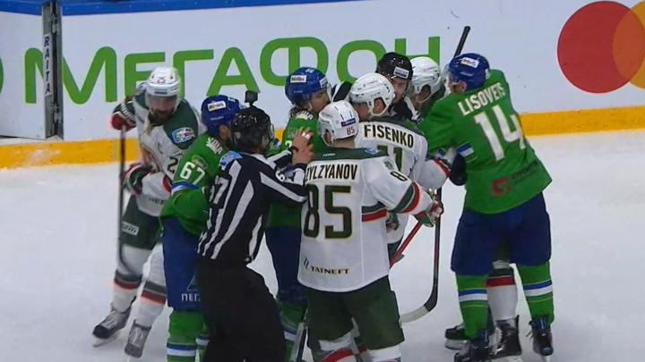 Хоккеистов «Салавата Юлаева» и «Ак Барса» оштрафовали за массовую драку