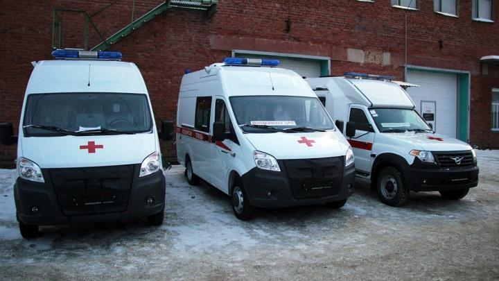 В Омскую область до конца года привезут 16 автомобилей скорой помощи и 20 школьных автобусов