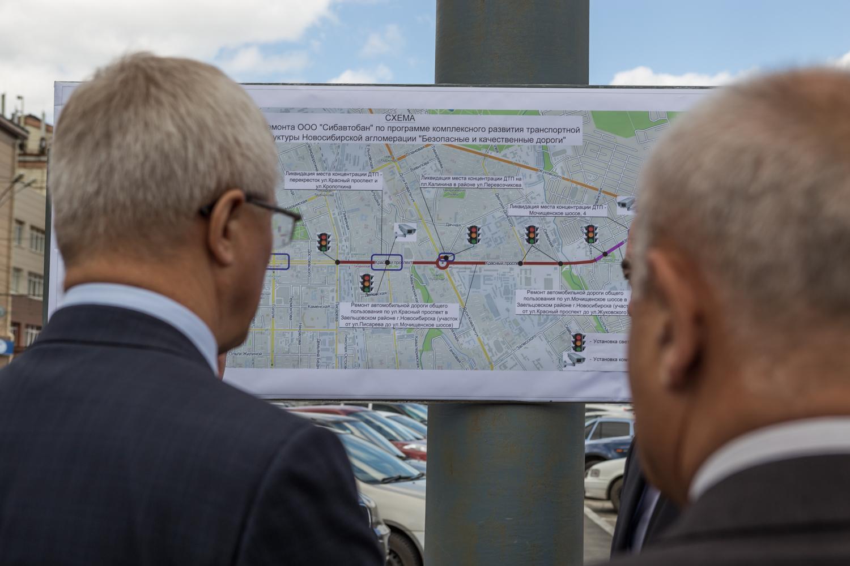 Власти посмотрели, как идут работы в рамках программы «Безопасные и качественные дороги»