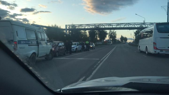 Daewoo Matiz пытался уйти от погони на трассе под Первоуральском. Сотрудники ГИБДД открыли стрельбу