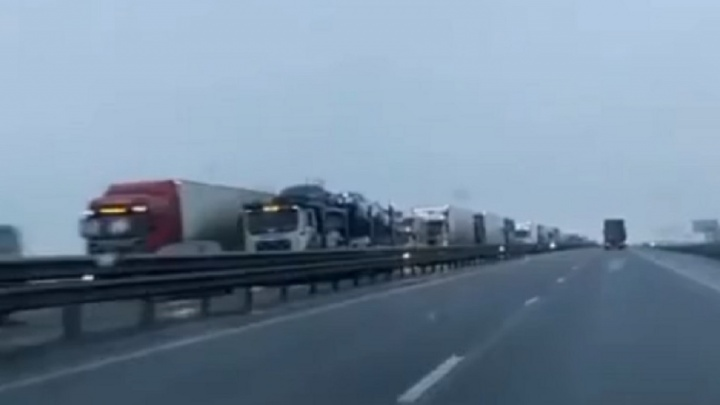 На трассе М-4 в районе Шахт образовалась многокилометровая пробка
