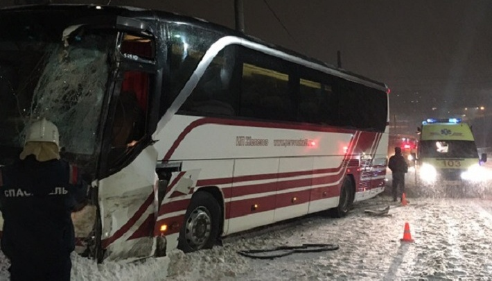 В Прикамье на скользкой дороге столкнулись два автобуса