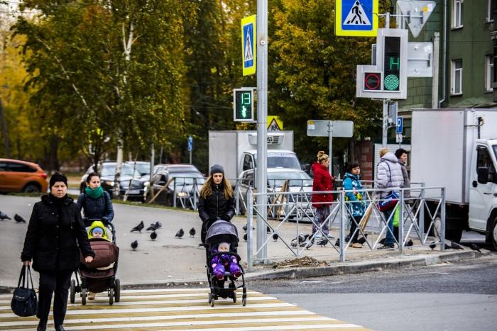 Светодиодные светофоры поставили на перекрёстке Учительской и Авиастроителей