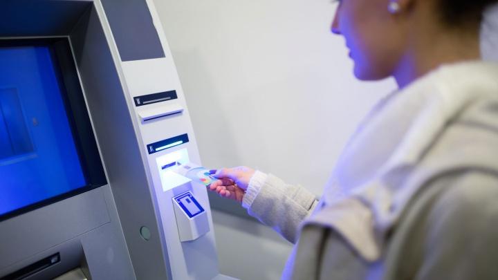 «А если санкции?»: волгоградцев пугают запретом Visa и Mastercard