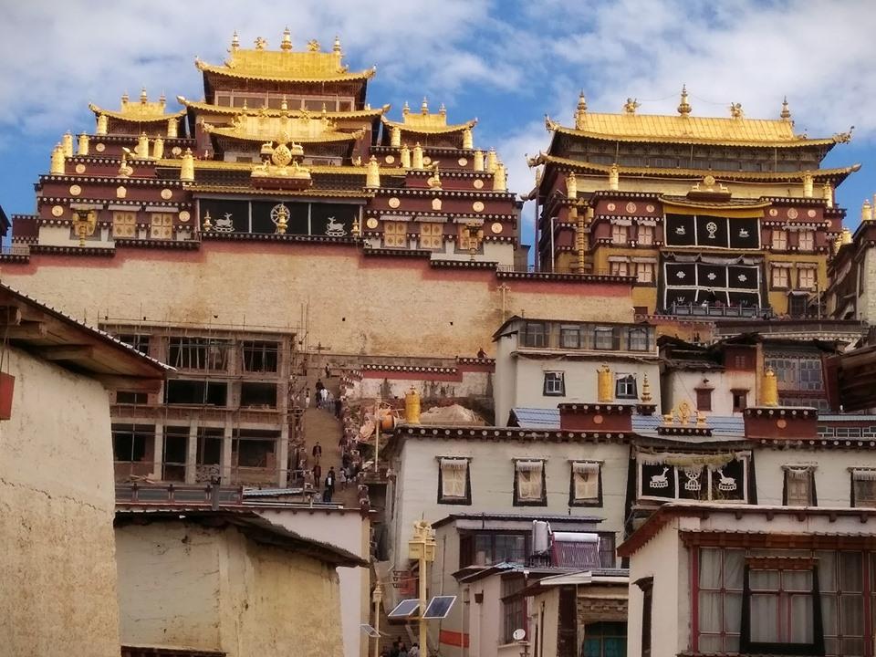 Уральцы показали вдохновляющие фото из Тибета, где прошлись по знаменитому Ущелью Прыгающего Тигра