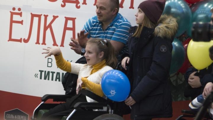 Новогодняя сказка — для всех: добрые фото с праздника в Архангельске для детей с проблемами здоровья