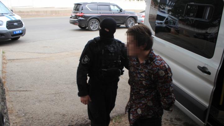 За нападение на полицейского около ночного клуба в Уфе два подозреваемых отправились в СИЗО