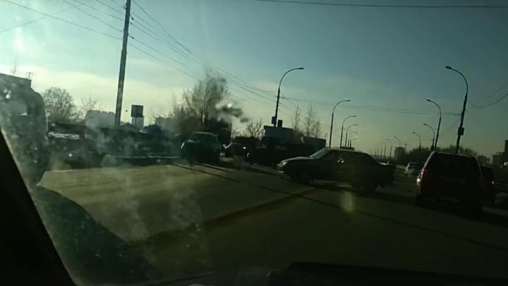 НаВинаповском мосту появилась километровая пробка из-за ДТП