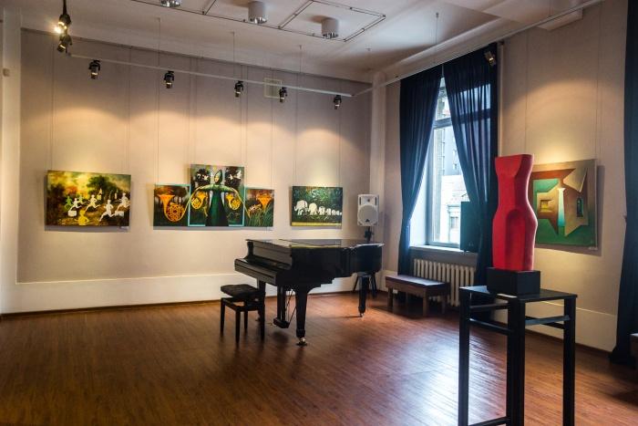 В выставке приняли участие 14 художников