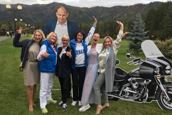 Женская команда на юбилее великого Карелина