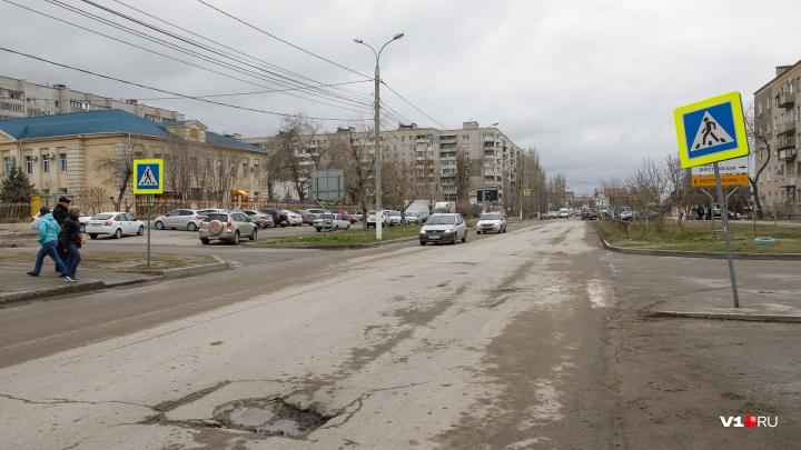 В центре Волгограда Renault сбил 10-летнюю девочку на «зебре» и скрылся
