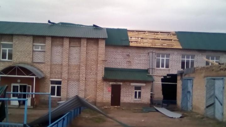 В Башкирии шторм сорвал кровлю с шести домов