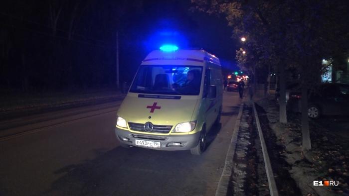 Мужчину увезли в больницу